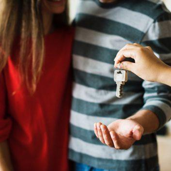 adolescent-couple-investment-1288482